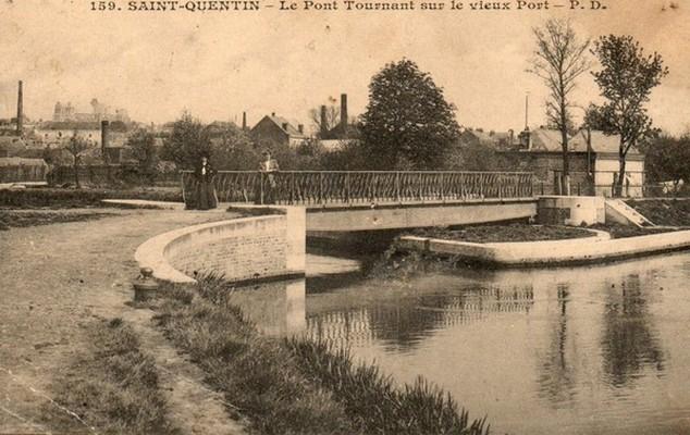159-le-pont-tournant-sur-le-vieux-port-resolution-de-lecran